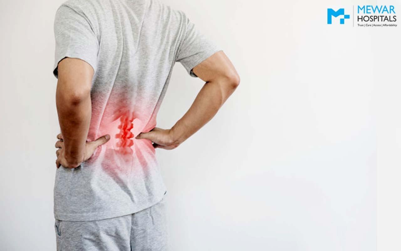 क्यों होता है कमर दर्द?